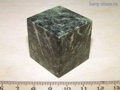 Куб из камня нигpecцит