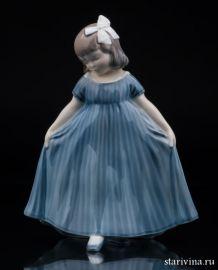 Девочка в синем платье (Реверанс), Royal Copenhagen, Дания