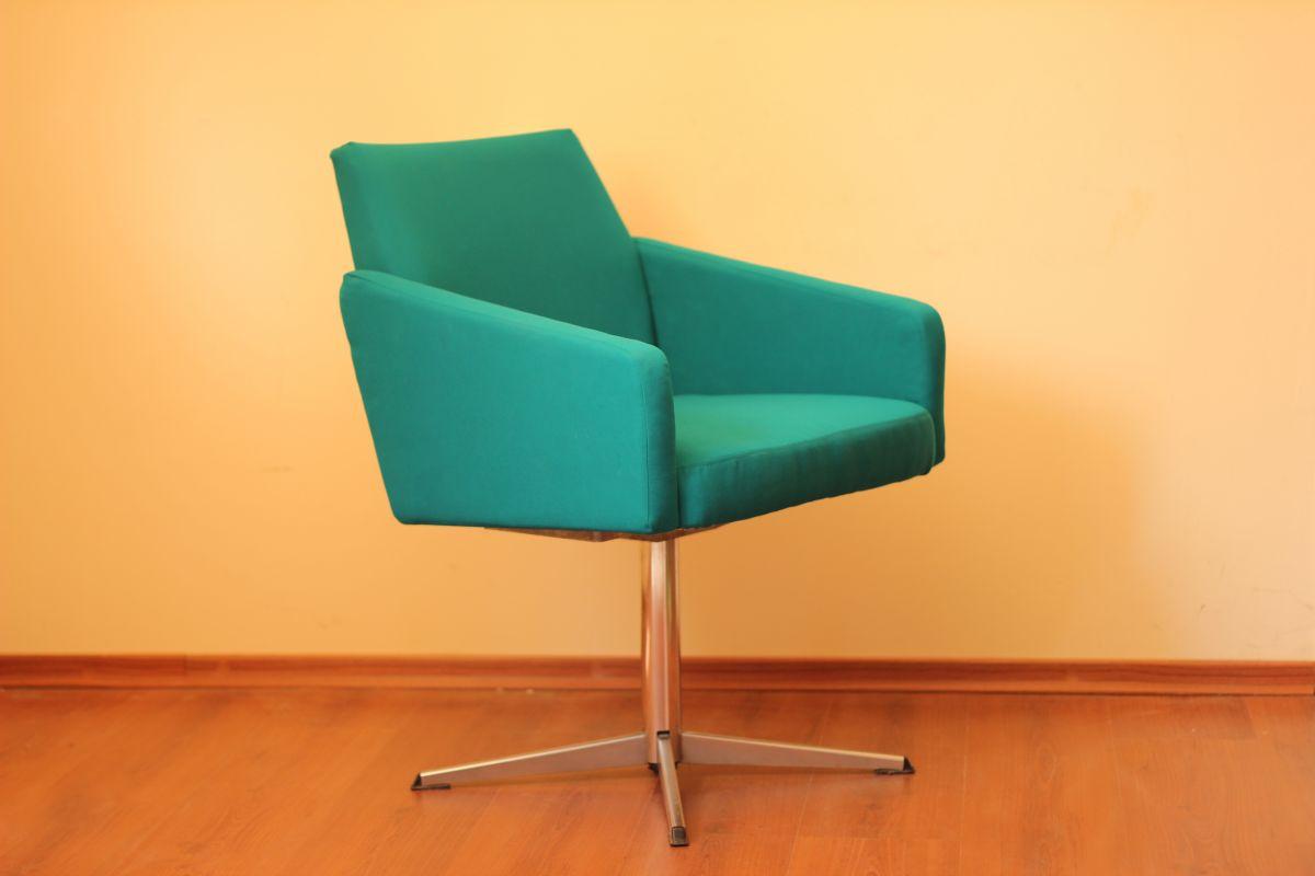 Кресло на стальном основании. Бирюза.