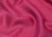 Шелковый розовый шарф цвета фуксии (шелк с шерстью), 1450 руб.