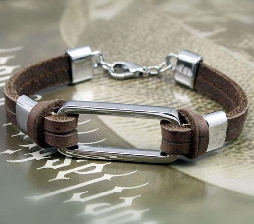 Кожаный браслет со стальной вставкой