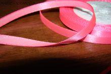 Атласная лента ярко-розовая