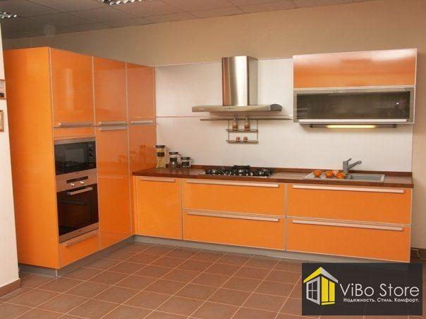 Оранжевая кухня хай-тек