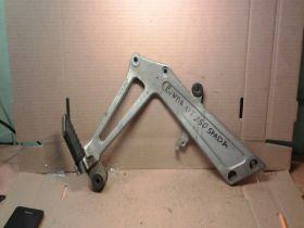 кронштейн подножки правый  Honda  VT250 Spada
