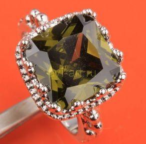 Элегантный позолоченный перстень с крупным хризолитом