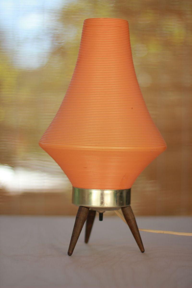 Настольная лампа на деревянных ножках