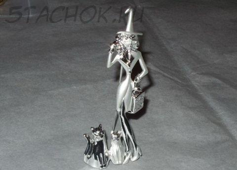 "Брошь ""Дамочка и коты на Хэллоуин"" под серебро"