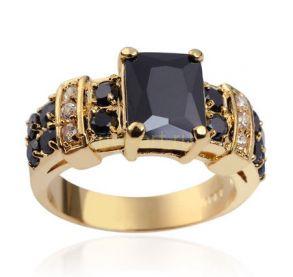 Позолоченное мужское кольцо с ониксом и искусственными бриллиантами (арт. 801114)