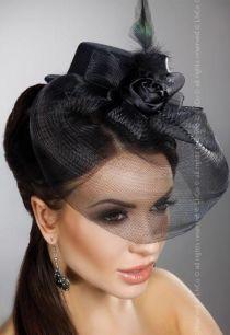 Шляпка с пером и вуалью