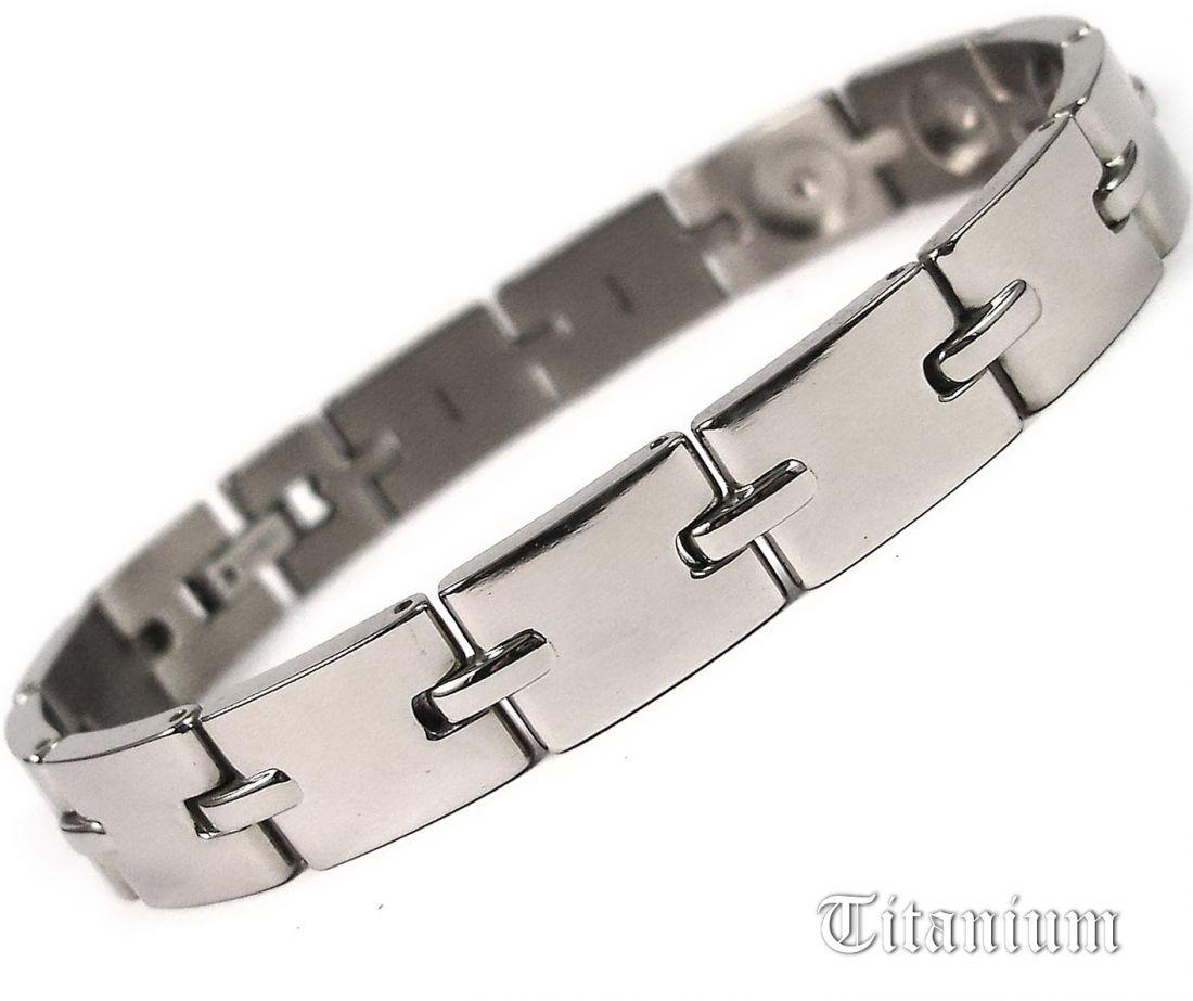 Титановый браслет с турмалином