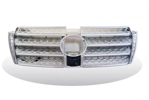 Решетка радиатора Toyota Prado 150 со встроенными дневными ходовыми огнями Silver