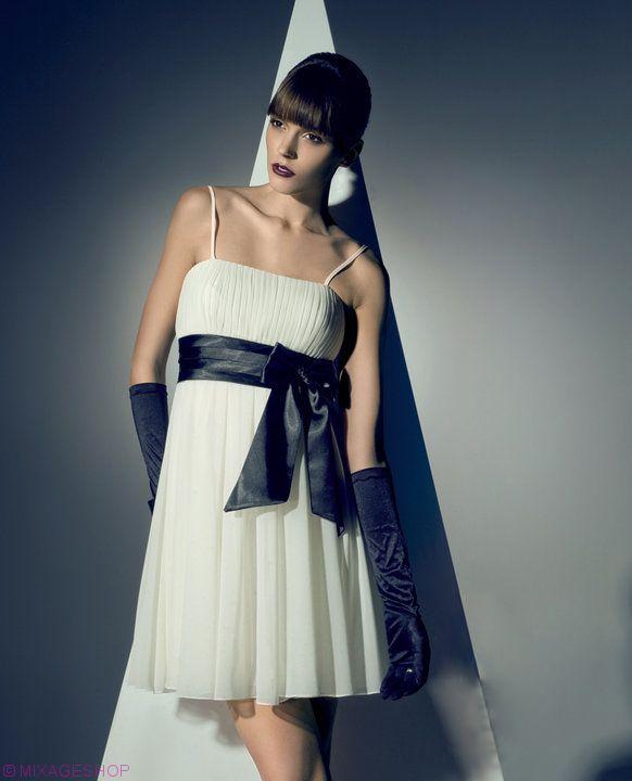 Шифоновое платье с широким атласным поясом и бантом