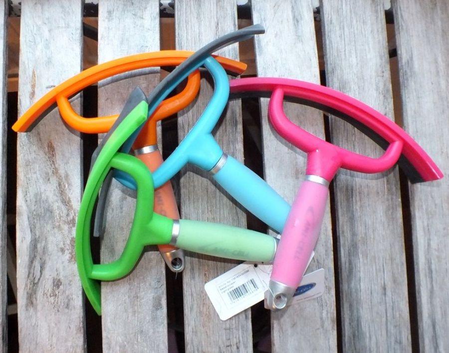 Пластмассовый склиз-скребок с резинкой. Мягкая, гелевая ручка. LAMI-CELL