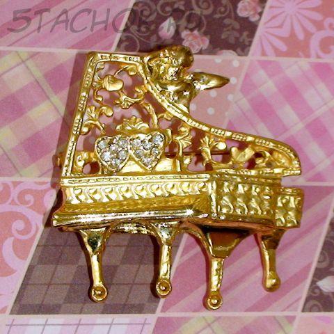 """Брошь """"Ангел у рояля"""" под золото, стразы"""