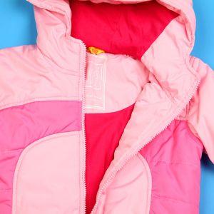 Куртка застегивается на молнию