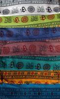 фото индийской ткани с символом Ом разных цветов