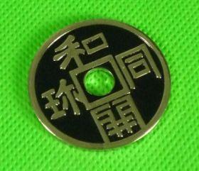 Японская монета (3,8 см) (синяя)