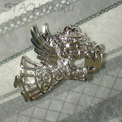 """Брошь """"Ангел с подарком"""" под серебро"""