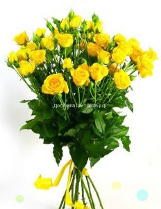 Букет из желтых мелкоцветных роз.