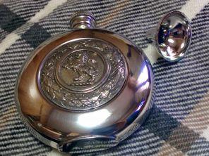 Фляжка из британского пьютера Геральдический лев- Власть Короля English Pewter Lion Badge