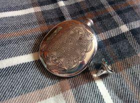 Фляжка из британского пьютера-  ,Манускрипт из Дарроу , Durrow Wedge  English Pewter