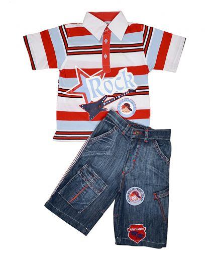 Джинсовые капри и трикотажная футболка в полоску