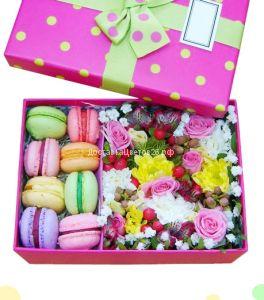 Цветочная коробочка счастья с пирожными №4