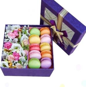Цветочная коробочка счастья с пирожными Макарун №1