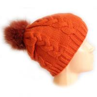 Женская шапка оранжевого цвета с помпоном ВЯЗКА