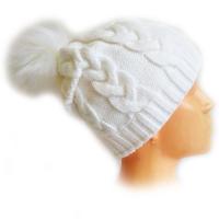 Шапка белого цвета с помпоном ВЯЗКА