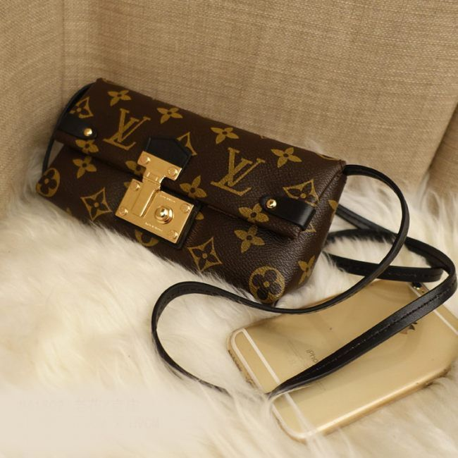 Клатч  Louis Vuitton SAC TRIANGLE  MONOGRAM