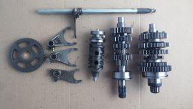 комплект. коробка передач в сборе (валы коробки передач: первичный, вторичный; вилкм коробки передач (3 шт.); копирный вал; вал переключения передач)  Honda  CB400