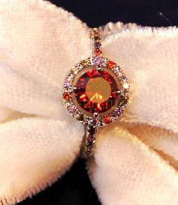 Позолоченное белым золотом кольцо Calle с разноцветными топазами