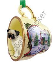 Мопс новогоднее украшение-чашка «Заснеженный дворик»