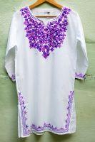 Женская белая индийская курта (длинная рубашка) с фиолетовой вышивкой