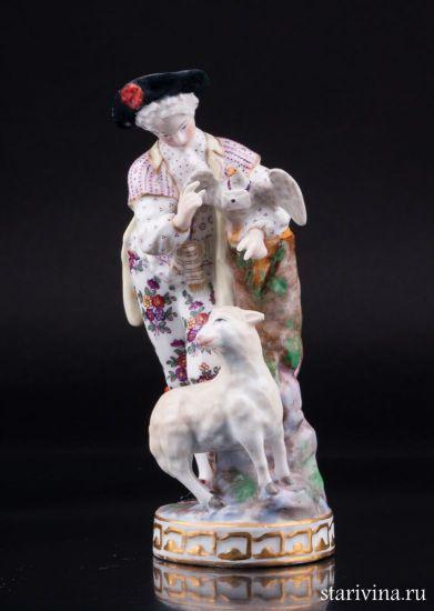 Антикварная Фарфоровая статуэтка Юноша с овечкой и голубем производства Samson, Франция, 22 в.