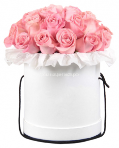 Шляпная коробка с розовыми розами