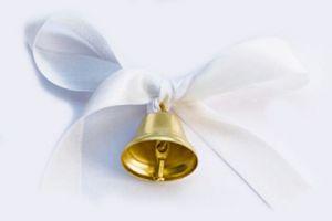 Колокольчик золотой с булавкой и лентой белой, 26мм х 30мм