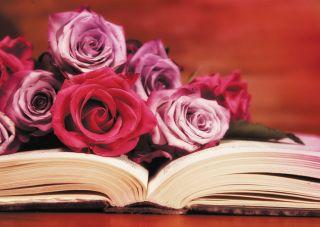Почтовая открытка Книга с цветами