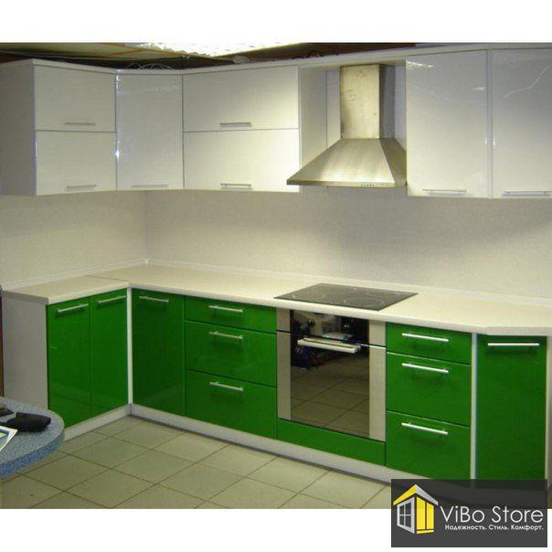 Современная угловая светлая кухня