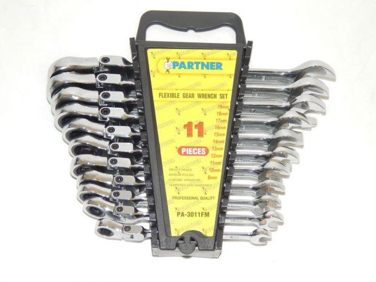 Набор ключей комбинированных трещоточных с шарниром 11пр. (8,10,11,12,13,14,15,16,17,18,19мм) в пластиковом держателе