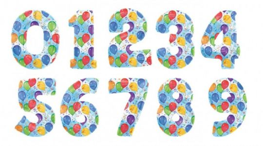 Цифры с шариками на фоне неба фольгированные шары с гелием