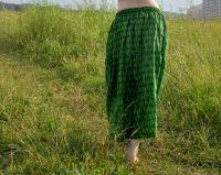Длинная ярко-зеленая юбка в пол