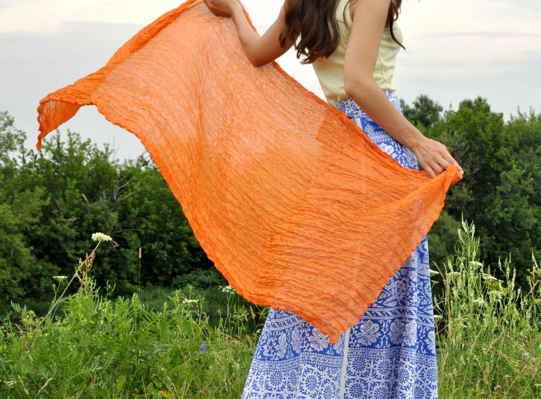 Оранжевый шёлковый шарф