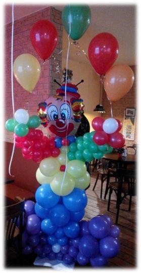Клоун с гирляндой