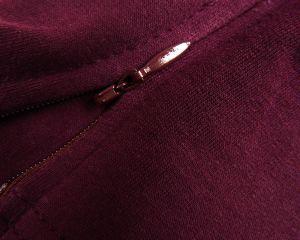 Брюки из темно-красной трикотажной ткани на девочку