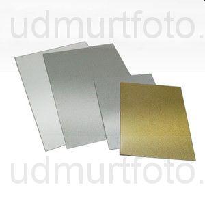 Печать на белой металлической пластине