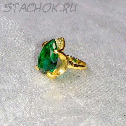 Кольцо зеленый топаз под золото