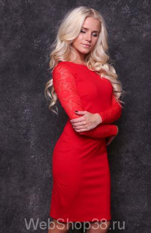 Красивое красное платье с гипюром