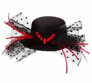 Шляпка-мини с летучей мышью